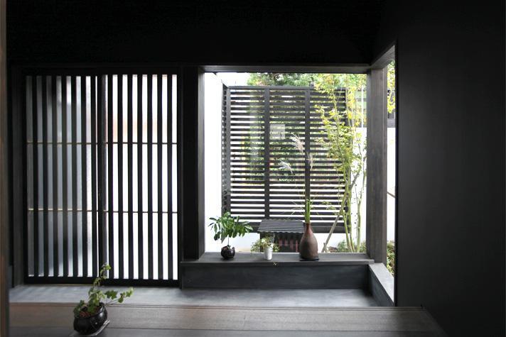 大屋根の家の部屋 趣きのある玄関1