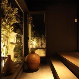 大屋根の家 (趣きのある玄関2)