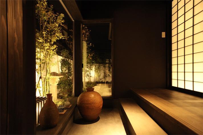 大屋根の家の部屋 趣きのある玄関2