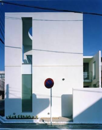Takada-Cho BOXの部屋 コンクリート打ちっぱなしの外観-正面