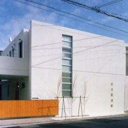 Takada-Cho BOX (コンクリート打ちっぱなしの外観)