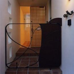 玄関手前の門