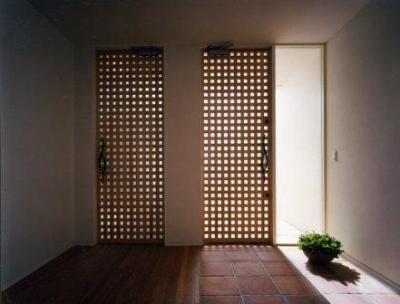 段差のない玄関 (Takada-Cho BOX)