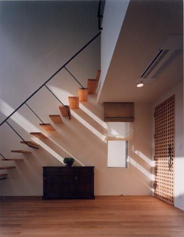 Takada-Cho BOXの部屋 リビング入口と階段