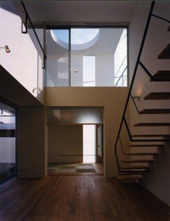 Takada-Cho BOXの部屋 1階和室と2階ベランダ