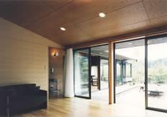 吉田邸 (庭に面したリビング)