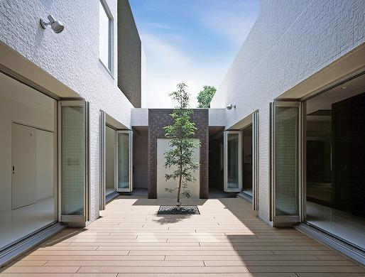 N邸の部屋 光庭/中庭-日中