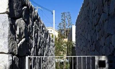 壁層の家 (門・玄関アプローチ)
