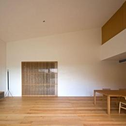 壁層の家 (広々リビングダイニング)