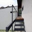 壁層の家の写真 庭につながる階段