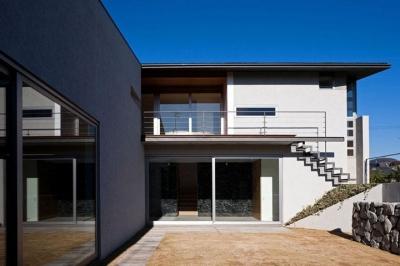 壁層の家 (庭)