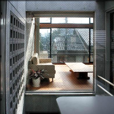 乾御門の見える家の部屋 光庭上部からリビングを見る