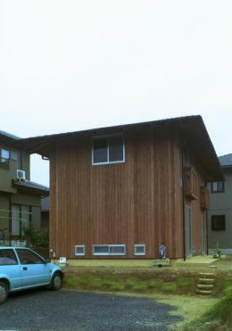 自邸(山方の住宅) (外観-側面・駐車スペース)