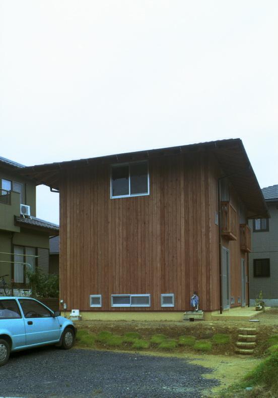 自邸(山方の住宅)の部屋 外観-側面・駐車スペース