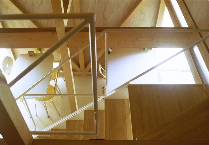 自邸(山方の住宅)の部屋 2階からダイニング・アトリエを眺める