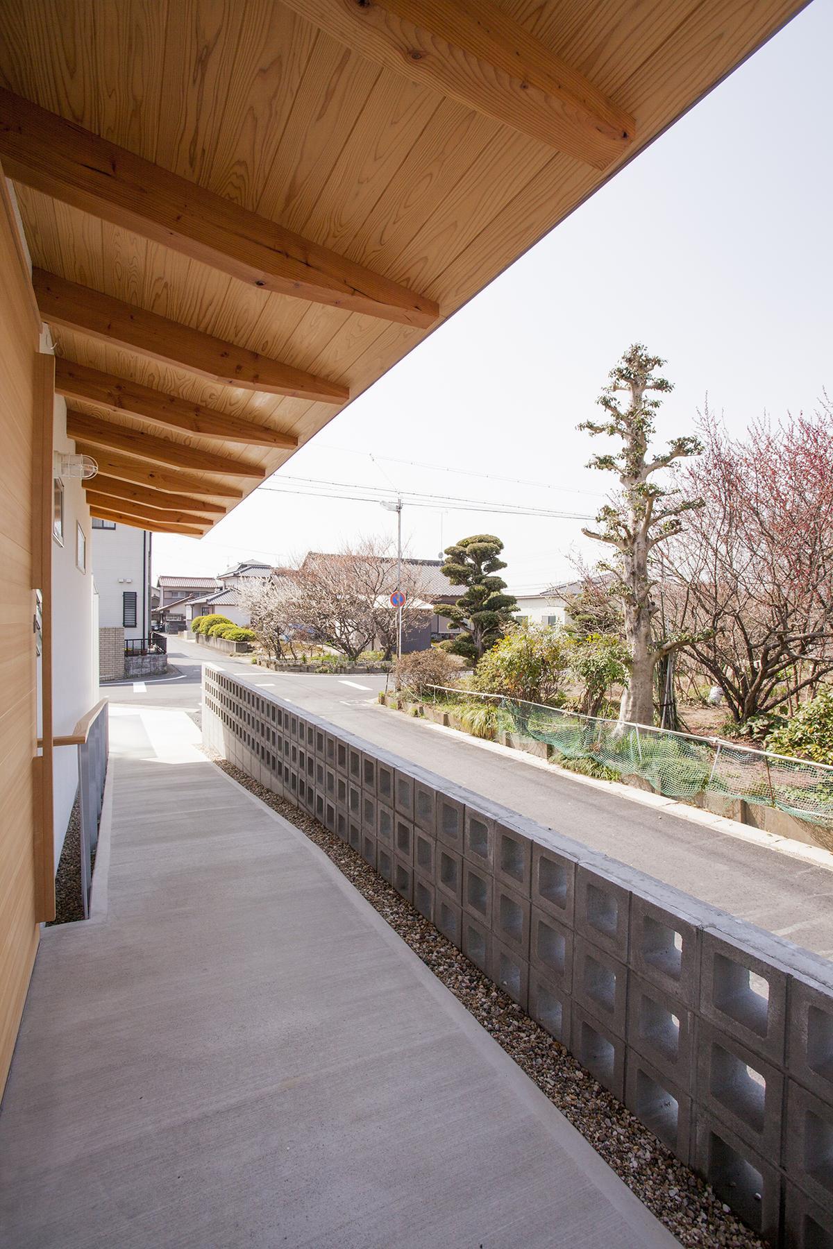 江南の住宅の写真 玄関アプローチ