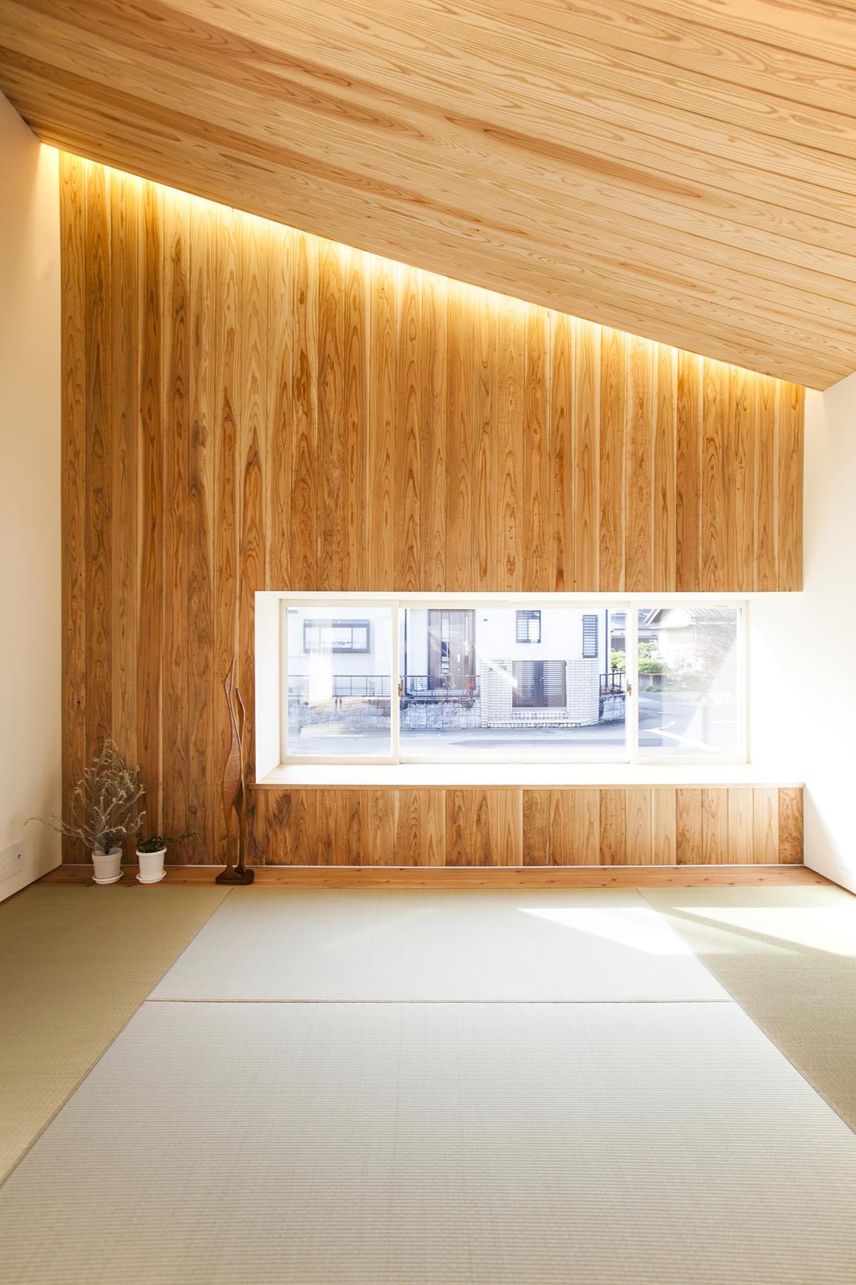 江南の住宅の部屋 光の差し込む畳スペース