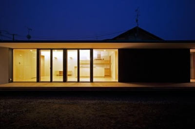 柏林台の家 (05中庭夕景2)