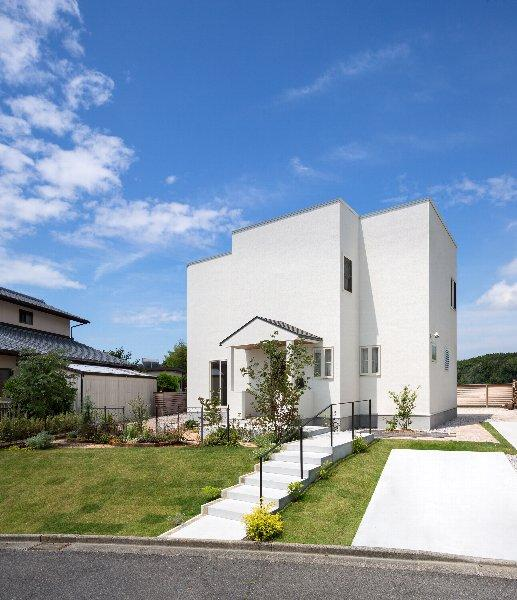 住宅作品1の部屋 白い外観(撮影:石井紀久)