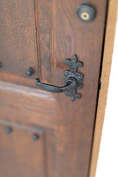 住宅作品1の部屋 玄関のドアノブ(撮影:石井紀久)