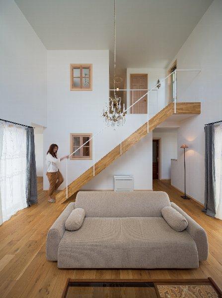 住宅作品1の部屋 リビングの階段(撮影:石井紀久)