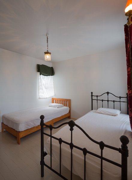 住宅作品1の部屋 シンプルなベッドルーム(撮影:石井紀久)