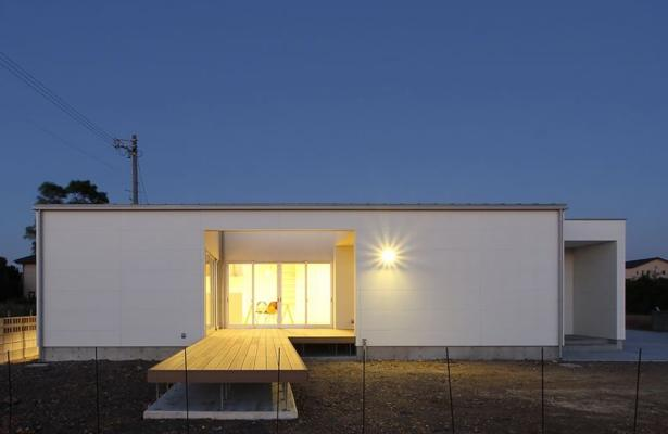K4-Houseの部屋 白い外観1