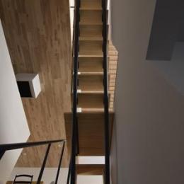 TAK(タック) (2階と3階ロフトにつながる階段(撮影:Masahide Iida))