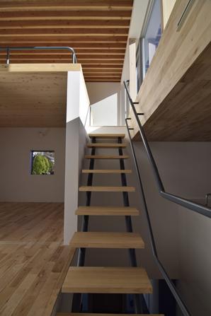 TAK(タック)の写真 ロフトにつながる階段(撮影:Masahide Iida)