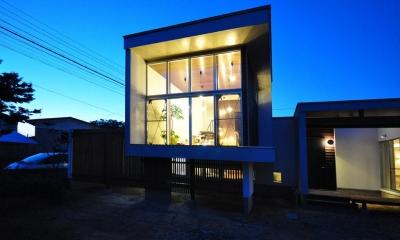 floating living-room house (外観-夜景)