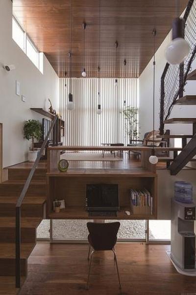 書斎・子世帯リビング (floating living-room house)