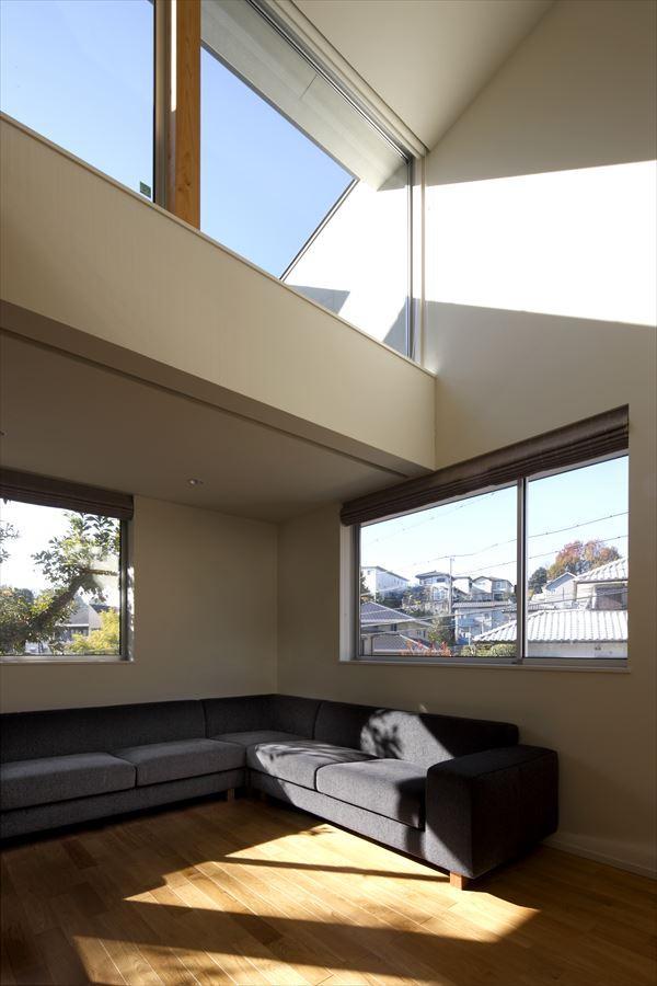 ソラノコトバの部屋 吹き抜けのリビング(撮影:Studio Ba-Tsu)