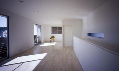 倉敷の家 (日差しの差し込むベッドルーム(撮影:野村和慎))