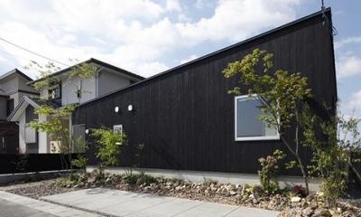 草津のコートハウス (平屋建てのコートハウス-外観)
