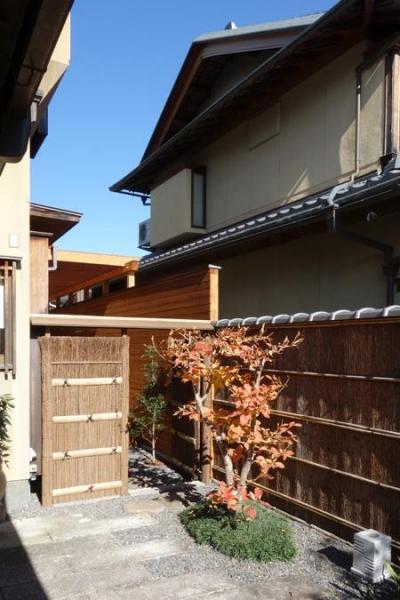 前庭(撮影:母倉知樹) (嵯峨の家-1)