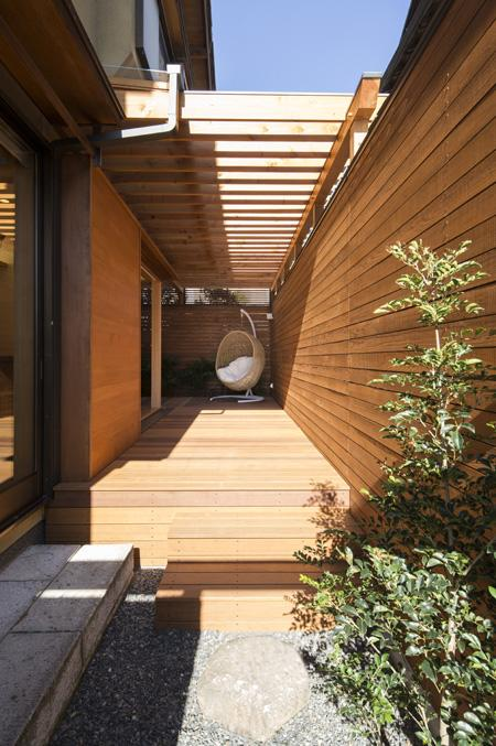 嵯峨の家-1の写真 ハンギングチェア(撮影:母倉知樹)