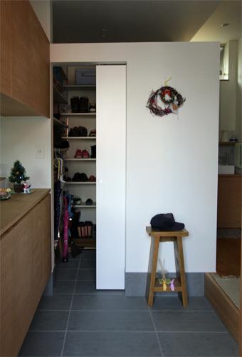 宇ノ気町の家の部屋 収納たっぷり玄関