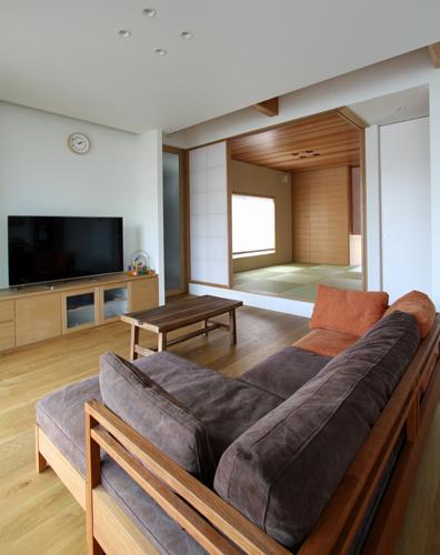 宇ノ気町の家 (リビング・和室-2)