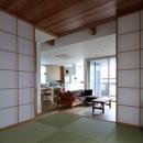 宇ノ気町の家の写真 和室からリビングを見る