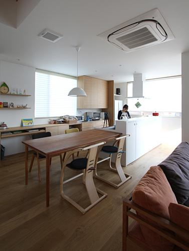 宇ノ気町の家の部屋 ダイニングキッチン・勉強スペース