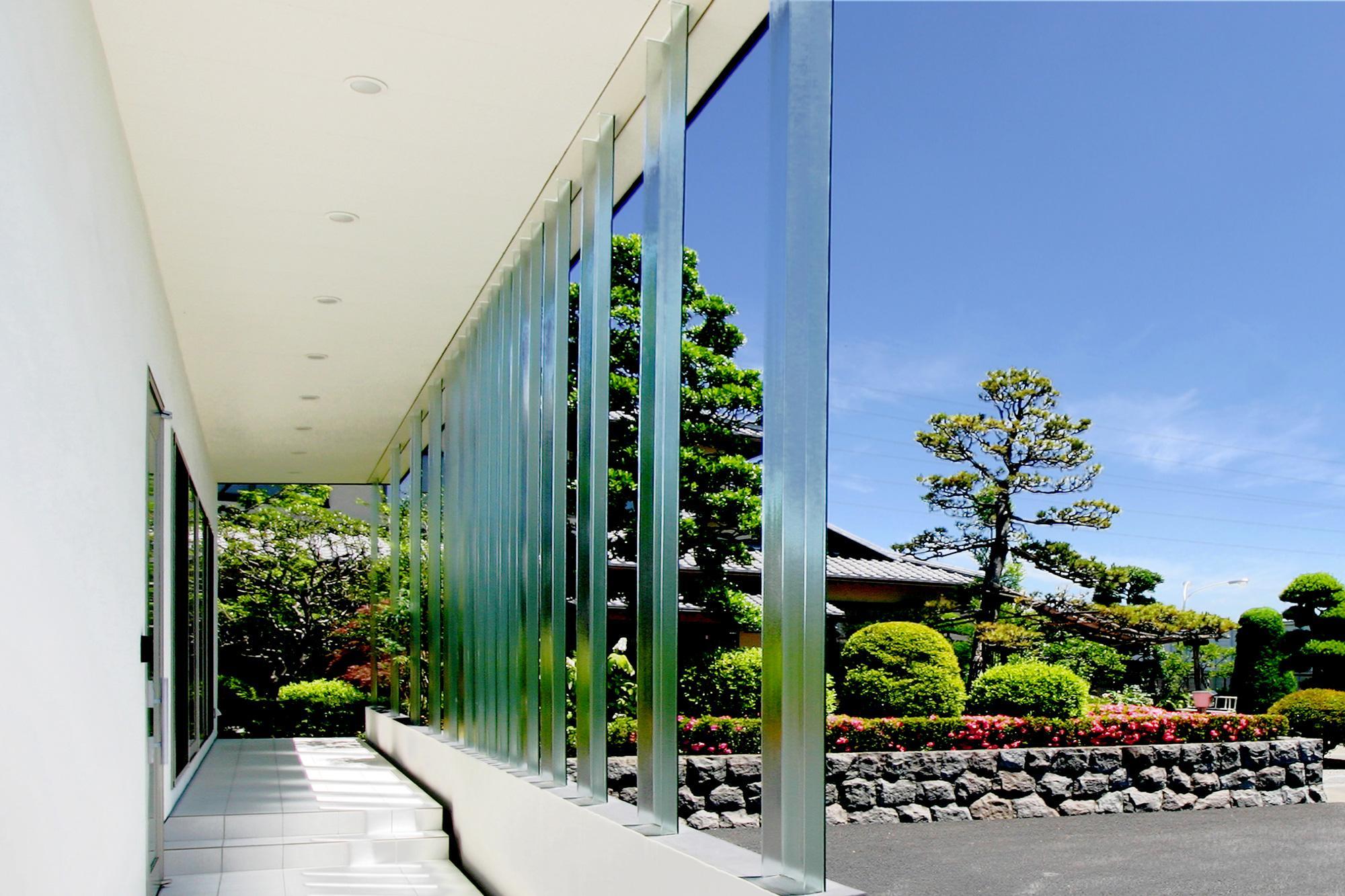 建築家:小林 亙「T-House <ガラスルーバーの家>」