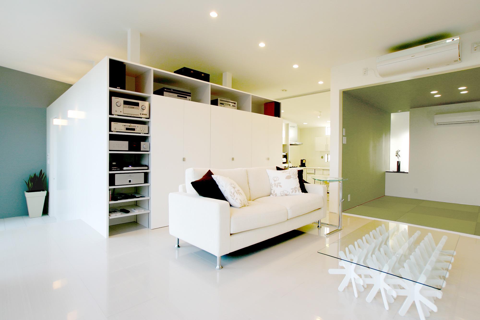 T-House <ガラスルーバーの家>の部屋 リビング・畳スペース