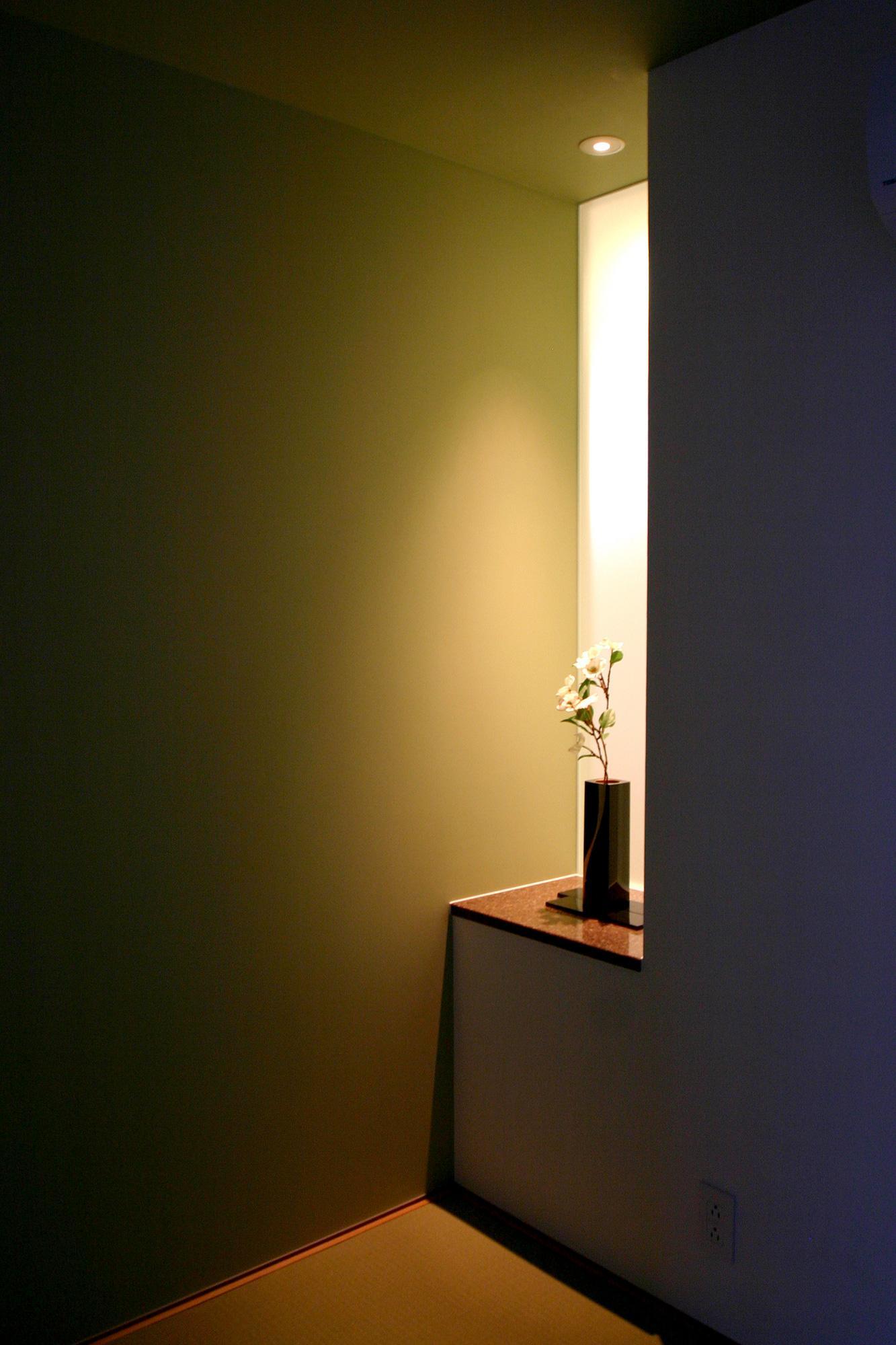 T-House <ガラスルーバーの家>の部屋 畳スペースの一角