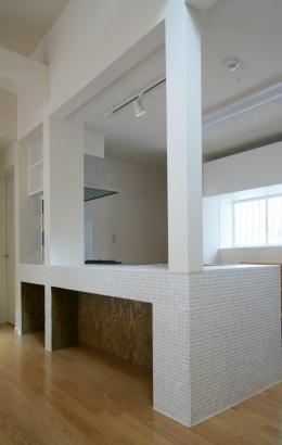 N's residence (タイルが印象的なキッチン)