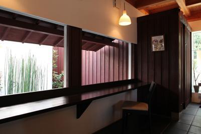 ギャラリーYuiの部屋 庭に面した展示スペース