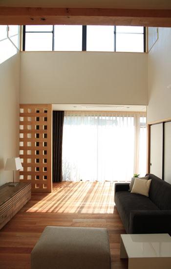 八神の家の部屋 明るいリビング