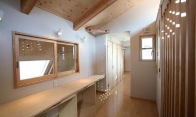 3階勉強コーナー2(撮影:川北晋夢)|光と風の家