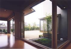 安達邸の写真 坪庭