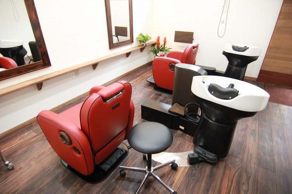 無垢フローリングドットコム「店舗・オフィスに使用されている無垢フローリング、積層フローリングの施工事例」