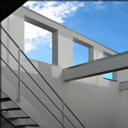 大徳寺の家 (プライバシーを確保する外壁)